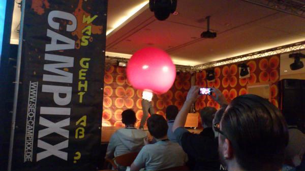 SEO Campixx Mann im Luftballon